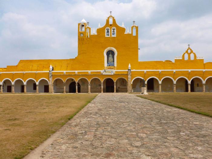 The main church of the monastery, the Santuario de la Virgen de Izamal.