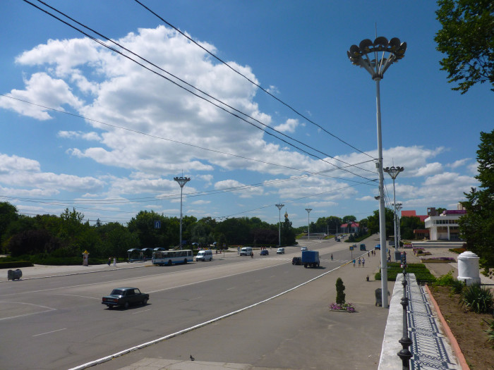 A broad, empty street in Tiraspol