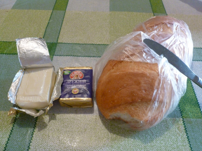Processed cheese (плавлений сир) and a батон (loaf) of bread. This was the basis of many a snack/meal during my years in Ukraine.