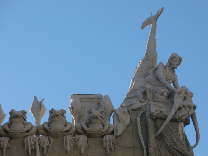A closer look at the figures on the House with Chimeras.