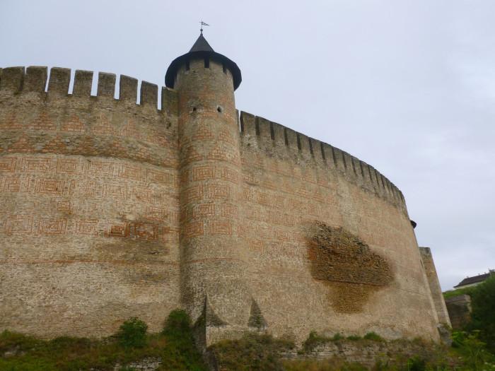 The impressive wall of Khotyn Fortress