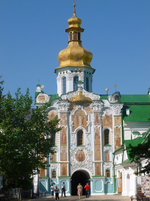 Gate Church of the Trinity, my favorite building in the Pechersk Lavra complex.