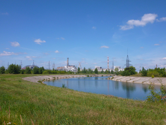 Looking over to reactor #4 and the hangar-like thing being constructed next to it. Reactors 1, 2, and 3 are over there too.