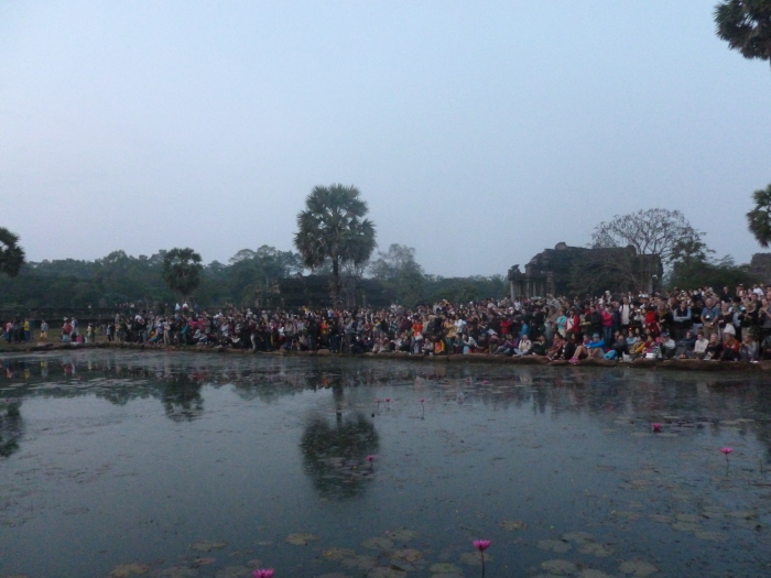 The huge crowd that gathered to catch the sunrise at Angkor Wat